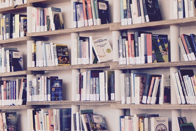 پرفروش ترین کتاب ها در بازارهای ایران و جهان کدام ها بودهاند؟